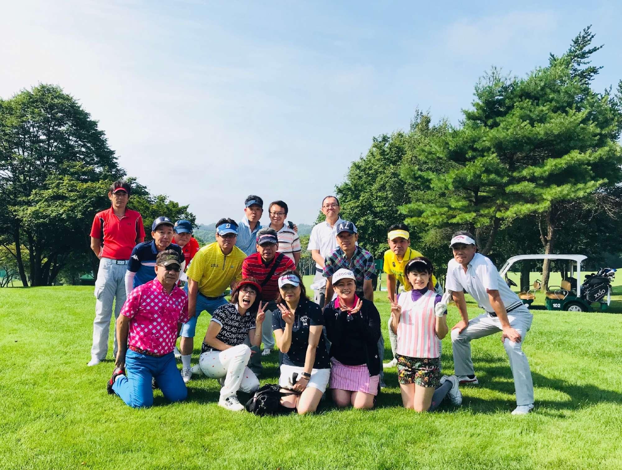 - コミュニケーションをとるために始めたゴルフが、今では完全に自分の趣味に...。コースに出て、2シーズン目で目標のスコア100を切りました。 -