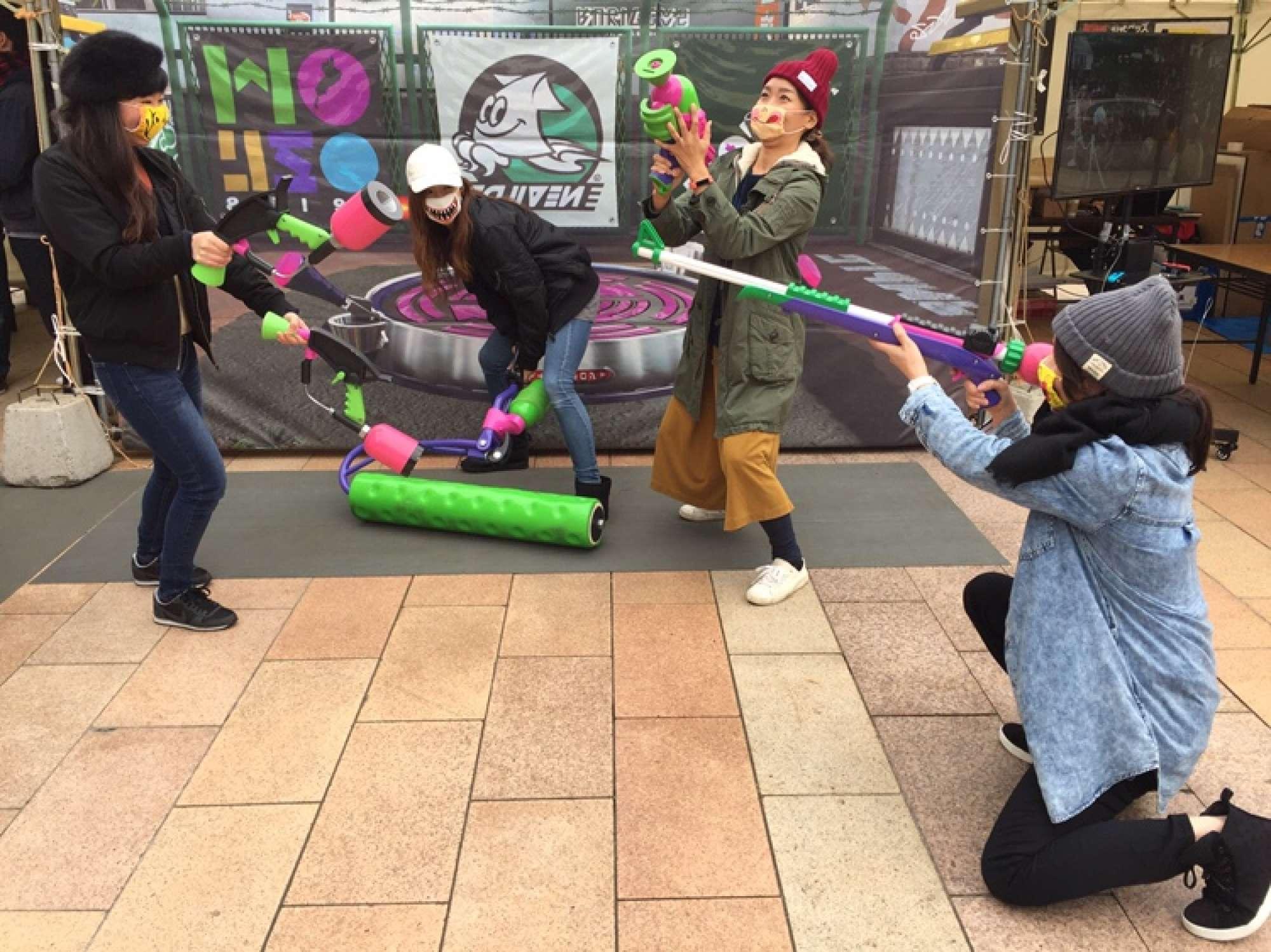 - 実はゲーマー。写真はママ友4人で「スプラトゥーン甲子園北海道地区大会」に参加した時のものです。勤務時間がはっきりと決められているので、プライべートも充実してます。 -