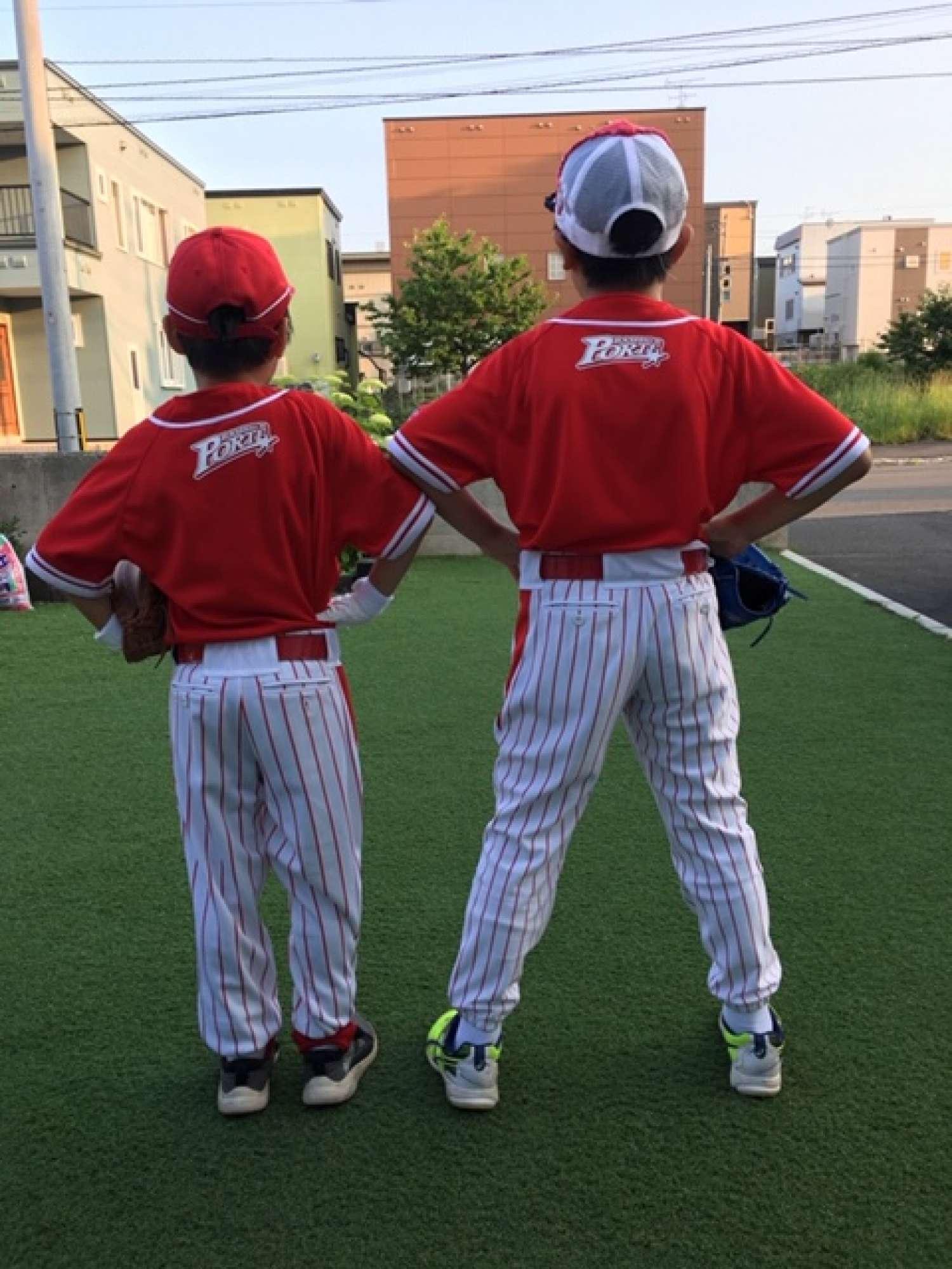 - 休日は子供たちとゲームをしたり、少年野球チームに入っているので素振りの練習につきあったりしています。 -